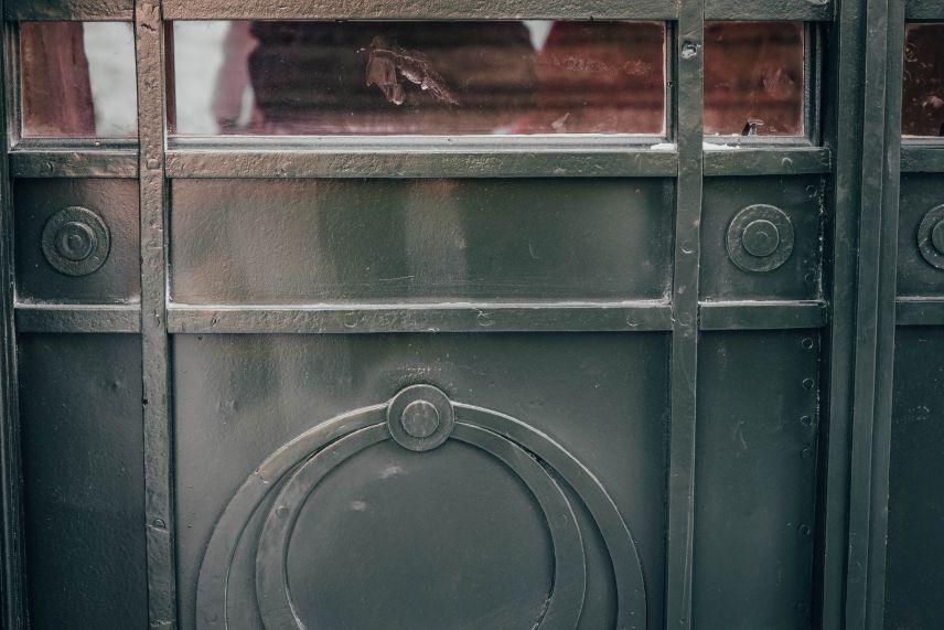 na niy zalyshylysya slidy vid bomby restavratory vidnovyly istorychnu bramu na vulytsi chernihivskiy 05 - У Львові відреставрували історичну браму зі слідами від бомби