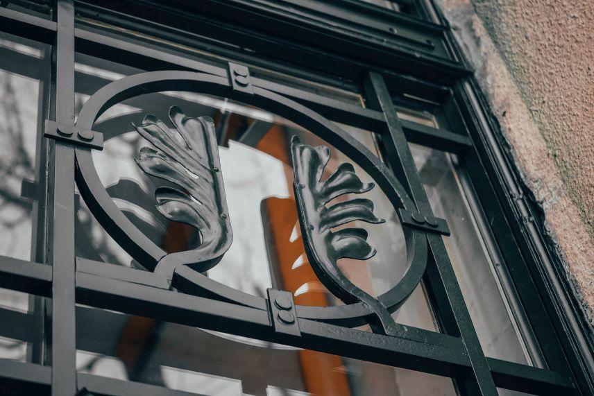 na niy zalyshylysya slidy vid bomby restavratory vidnovyly istorychnu bramu na vulytsi chernihivskiy 07 - У Львові відреставрували історичну браму зі слідами від бомби