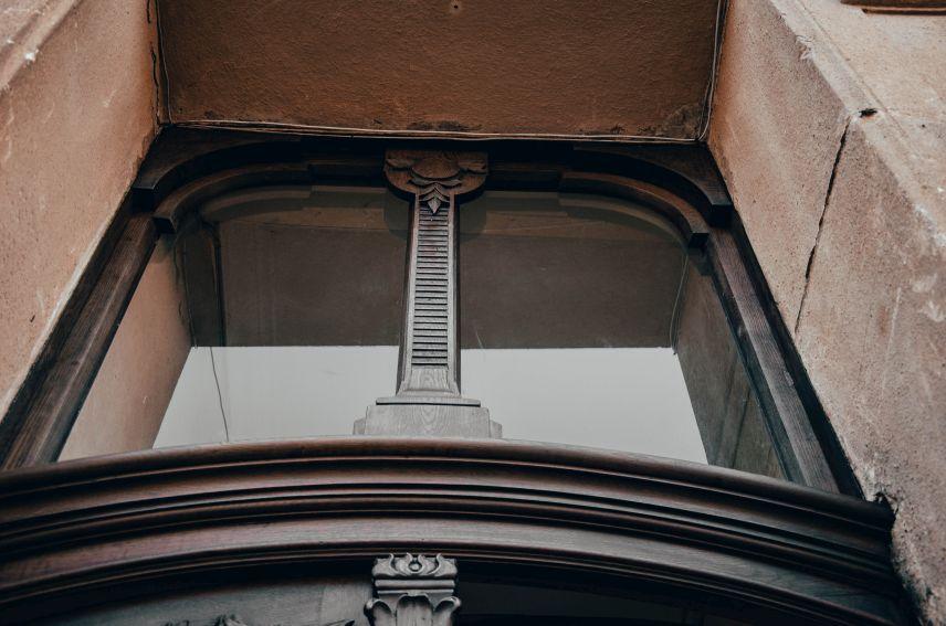 na vulytsi lysenka vidrestavruvaly plyushchevu bramu 04 - На вулиці Лисенка відреставрували «плющеву» браму