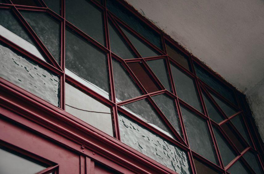 na vulytsi pekarskiy vidrestavruvaly istorychnu metalevu bramu 04 - На вулиці Пекарській відреставрували історичну металеву браму