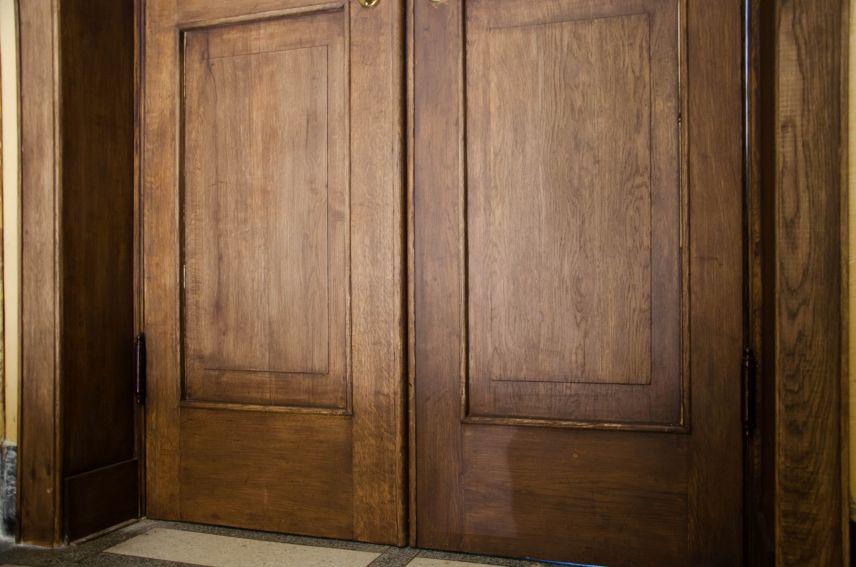u lvovi vidrestavruvaly dveri kovboyky bilya stryyskoho parku 03 - У Львові відреставрували «двері-ковбойки» біля Стрийського парку