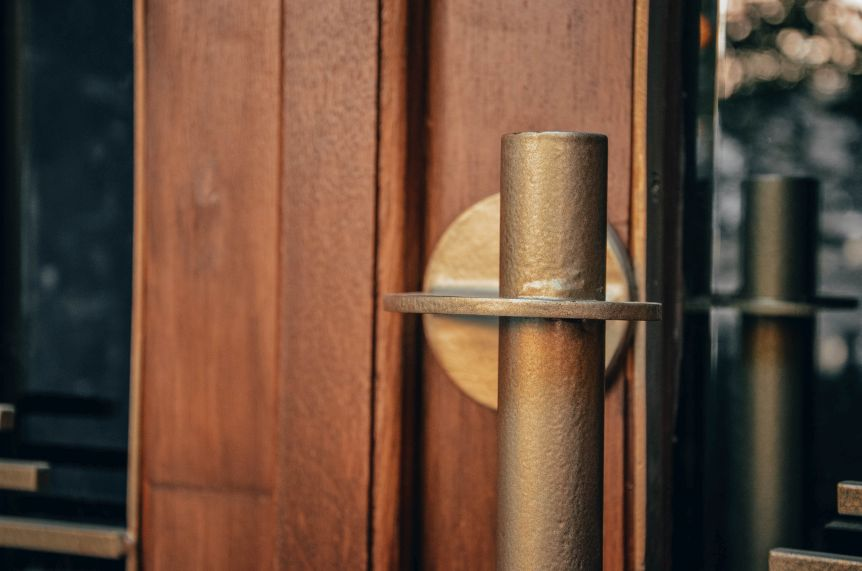 restavratory vidnovyly istorychni dveri budynku na vulytsi zakhariyevycha 01 - Реставратори відновили історичні двері будинку на вулиці Захарієвича