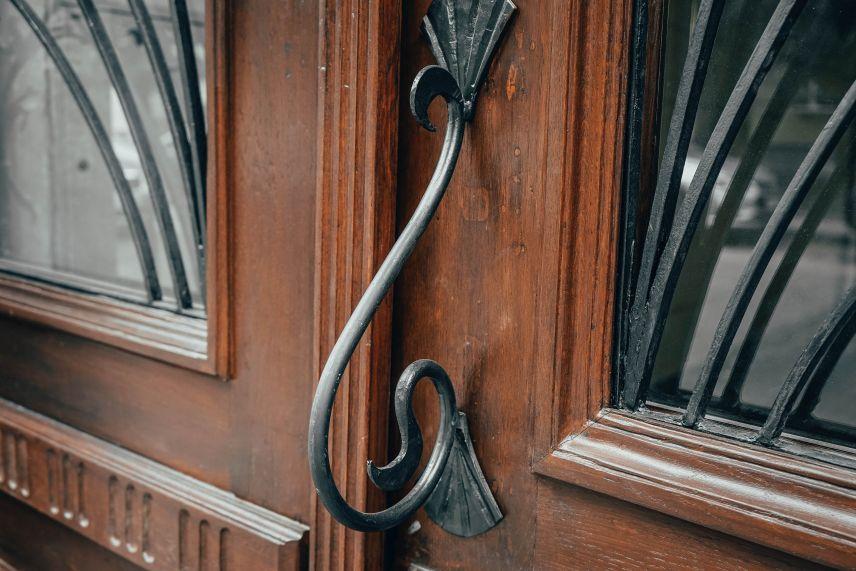 restavratory vidnovyly istorychni dveri na vulytsi kostya levytskoho42 02 - Реставратори відновили історичні двері на вулиці Костя Левицького, 42