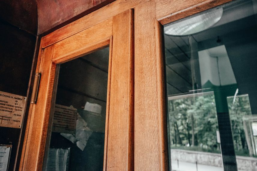 u lvovi vidnovyly istorychni dveri viyalona vulytsi heroyiv maydanu40 03 - У Львові відновили історичні двері-віяло на вулиці Героїв Майдану, 40