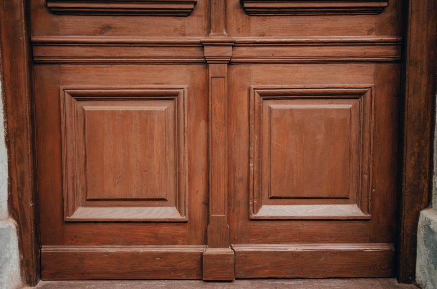 restavratory vidnovyly istorychni dveri na vulytsi kotlyarevskoho 01 - Реставратори відновили історичні двері на вулиці Котляревського