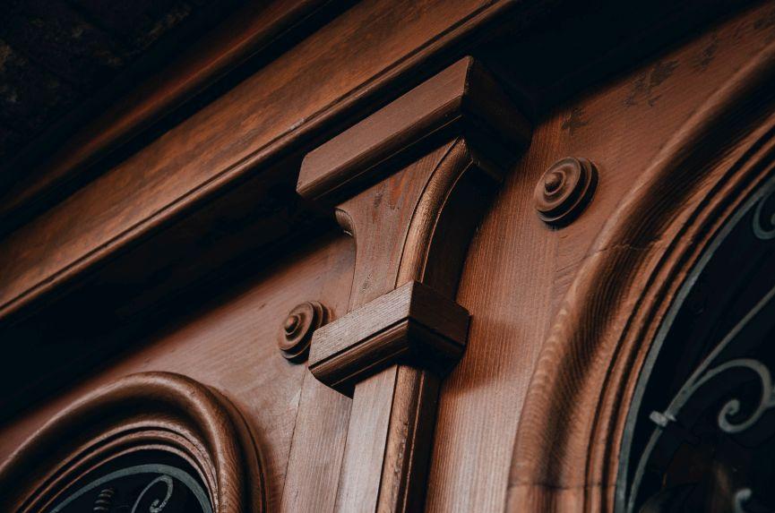 restavratory vidnovyly istorychni dveri na vulytsi kotlyarevskoho 05 - Реставратори відновили історичні двері на вулиці Котляревського