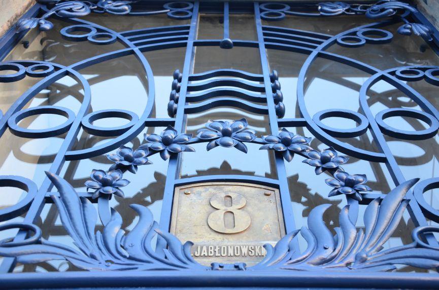 restavratory vidnovyl yistorychnu bramu na vulytsi shota rustaveli 03 - Реставратори відновили історичну браму на вулиці Шота Руставелі